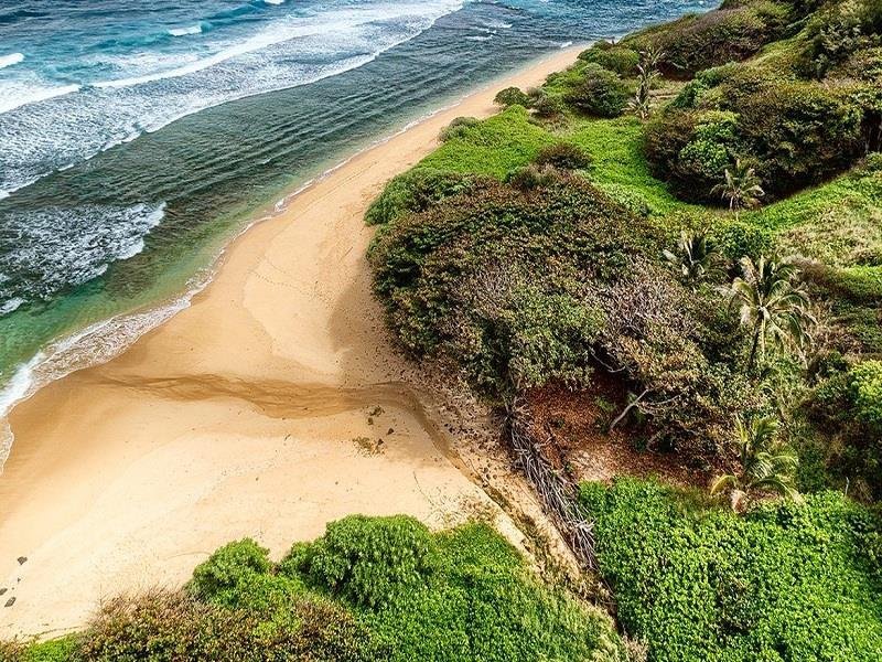 7 Estates With a Private Beach